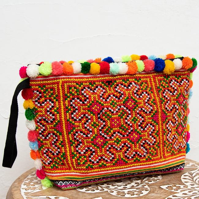ぽんぽん付きモン族の刺繍ポーチ 12 - 選択4:イエロー・オレンジの一例です。