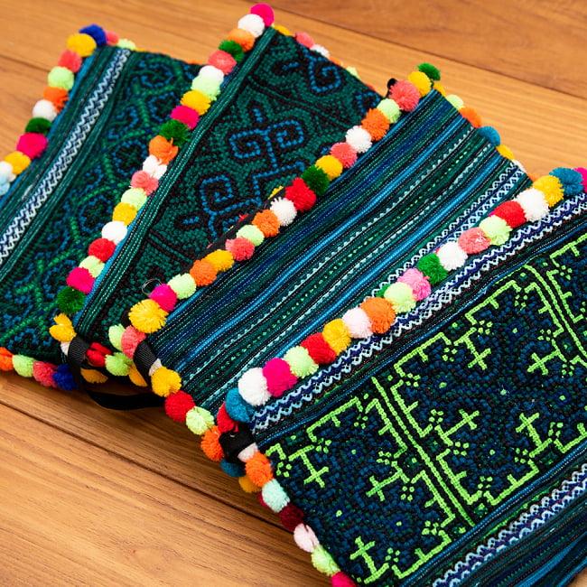 ぽんぽん付きモン族の刺繍ポーチ 14 - 選択1:ブルーの一例です。