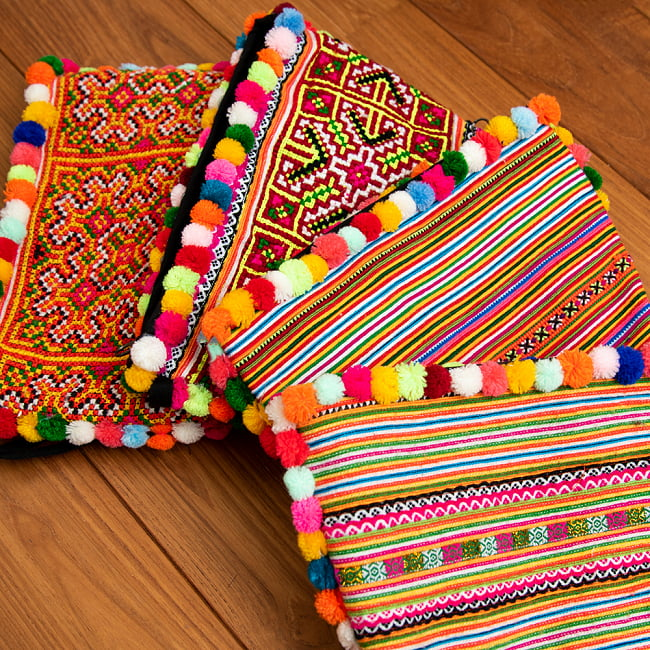 ぽんぽん付きモン族の刺繍ポーチ 17 - 選択4:イエロー・オレンジの一例です。
