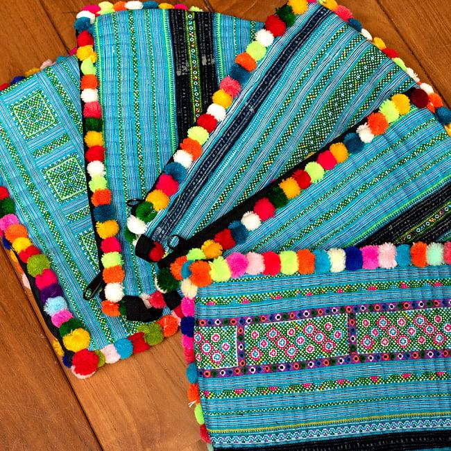 ぽんぽん付きモン族の刺繍ポーチ 19 - 選択6:水色の一例です。