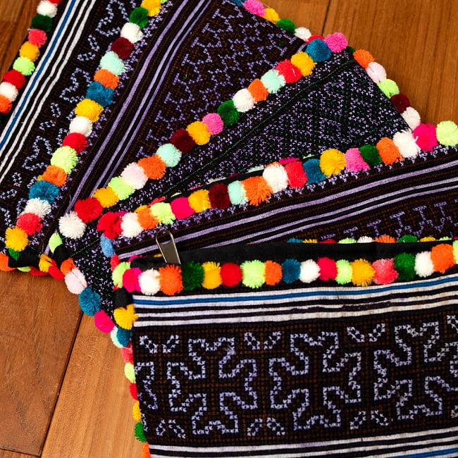 ぽんぽん付きモン族の刺繍ポーチ 20 - 選択5:ダークパープルの一例です。