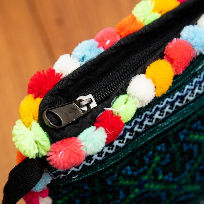 ぽんぽん付きモン族の刺繍ポーチ 6 - 横にもぽんぽんがついていてキュートです