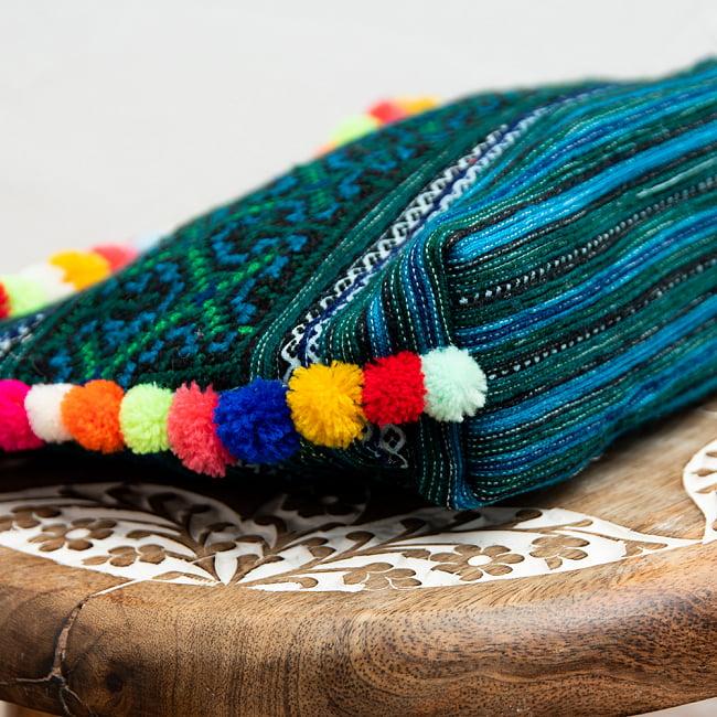ぽんぽん付きモン族の刺繍ポーチ 7 - マチもあるのでたくさん入ります。