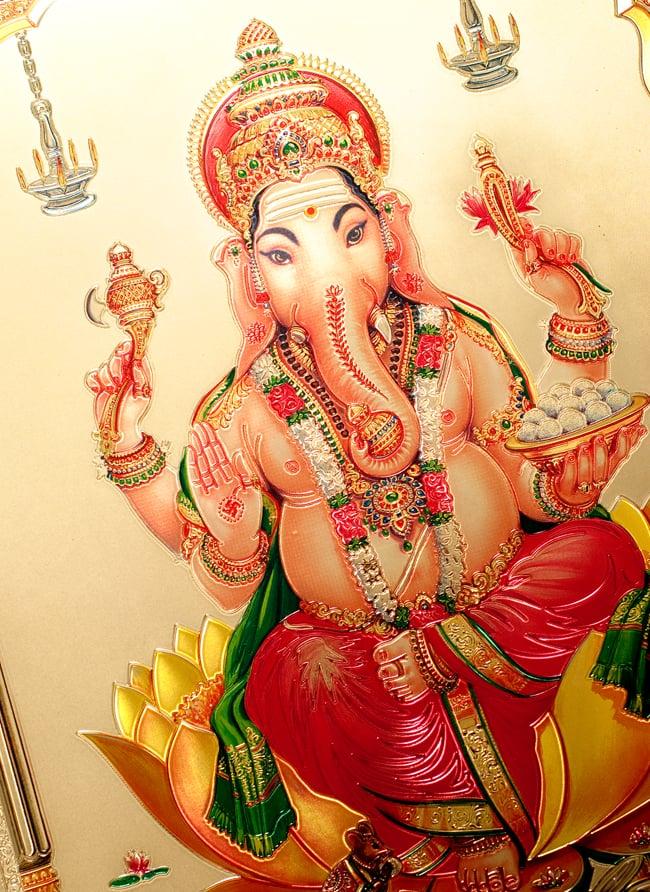 〔約40cm×約30cm〕インドのヒンドゥー神様ゴールドポスター - ガネーシャ 学問と商売の神様 2 - 拡大写真です。金色ベースなので通常のポスターとは一線を画する光沢感。見ていると引き込まれます。