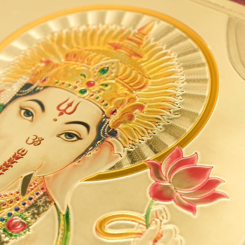 〔約40cm×約30cm〕インドのヒンドゥー神様ゴールドポスター - ガネーシャ 学問と商売の神様 3 - 拡大写真です。見る角度によっていろんな表情をみせてくれます