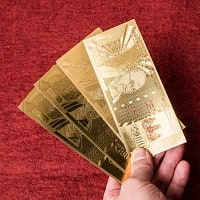 1000ルピー札モチーフのゴールド