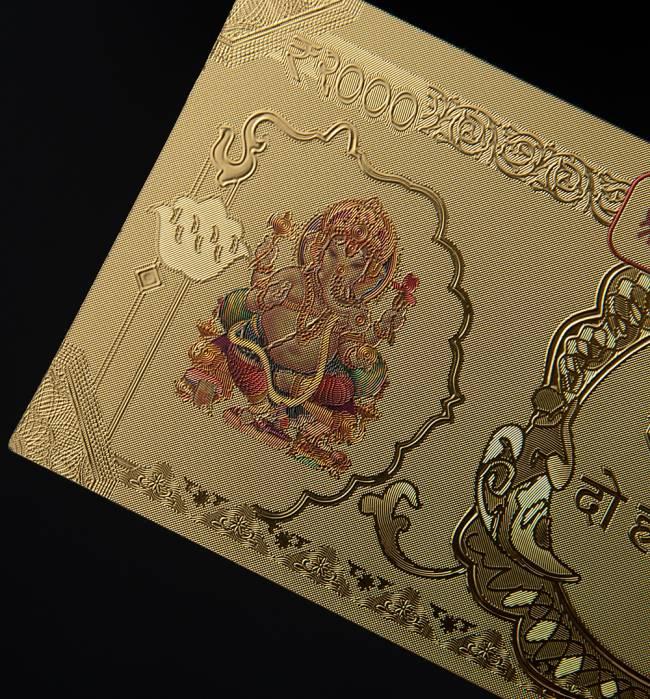 2000ルピー札モチーフのゴールドカード 3 - 学問と商売の神様ガネーシャです。