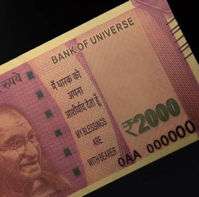 2000ルピー札モチーフのゴールドカード 7 - 最新の2000ルピー札!