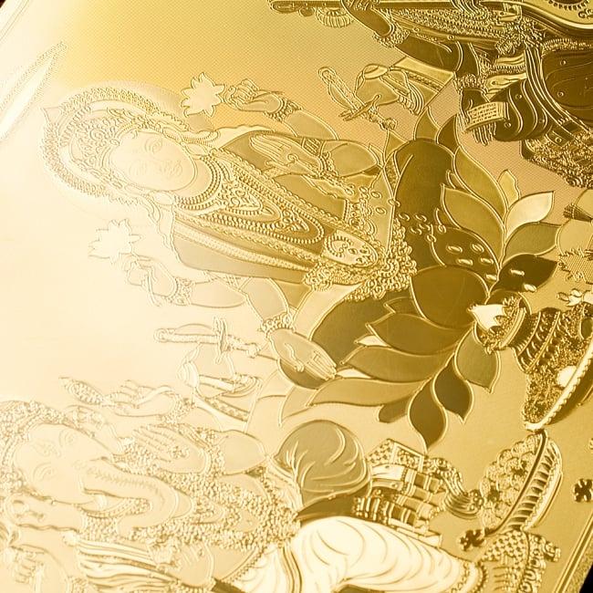 〔約40cm×約30cm〕インドのヒンドゥー神様ゴールドポスター - ラクシュミー・サラスヴァティ・ガネーシャ 6 - 裏側はこの様になっています。紙ではないので、水に濡れても大丈夫です!