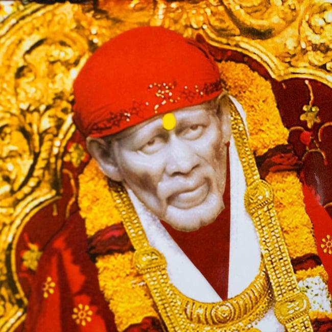 〔約70.5cm×約50.5cm〕大判インドのヒンドゥー神様ポスター - シルディ・サイ・ババ 2 - 拡大写真です。インドらしい綺麗な彩色が魅力です。