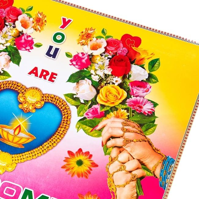 インドの大判ウェルカムポスター 【ハートのランプと花1】の写真2 - 拡大写真です。インドらしい綺麗な彩色が魅力です。