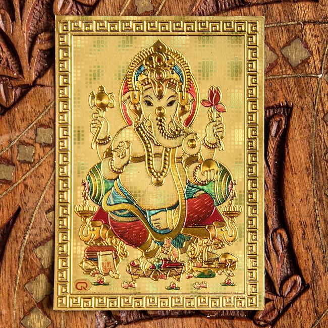〔約6cm×約8.5cm〕インドのヒンドゥー神様ゴールドお守りカード ステッカー - ガネーシャ 3 - 別の角度からの写真です