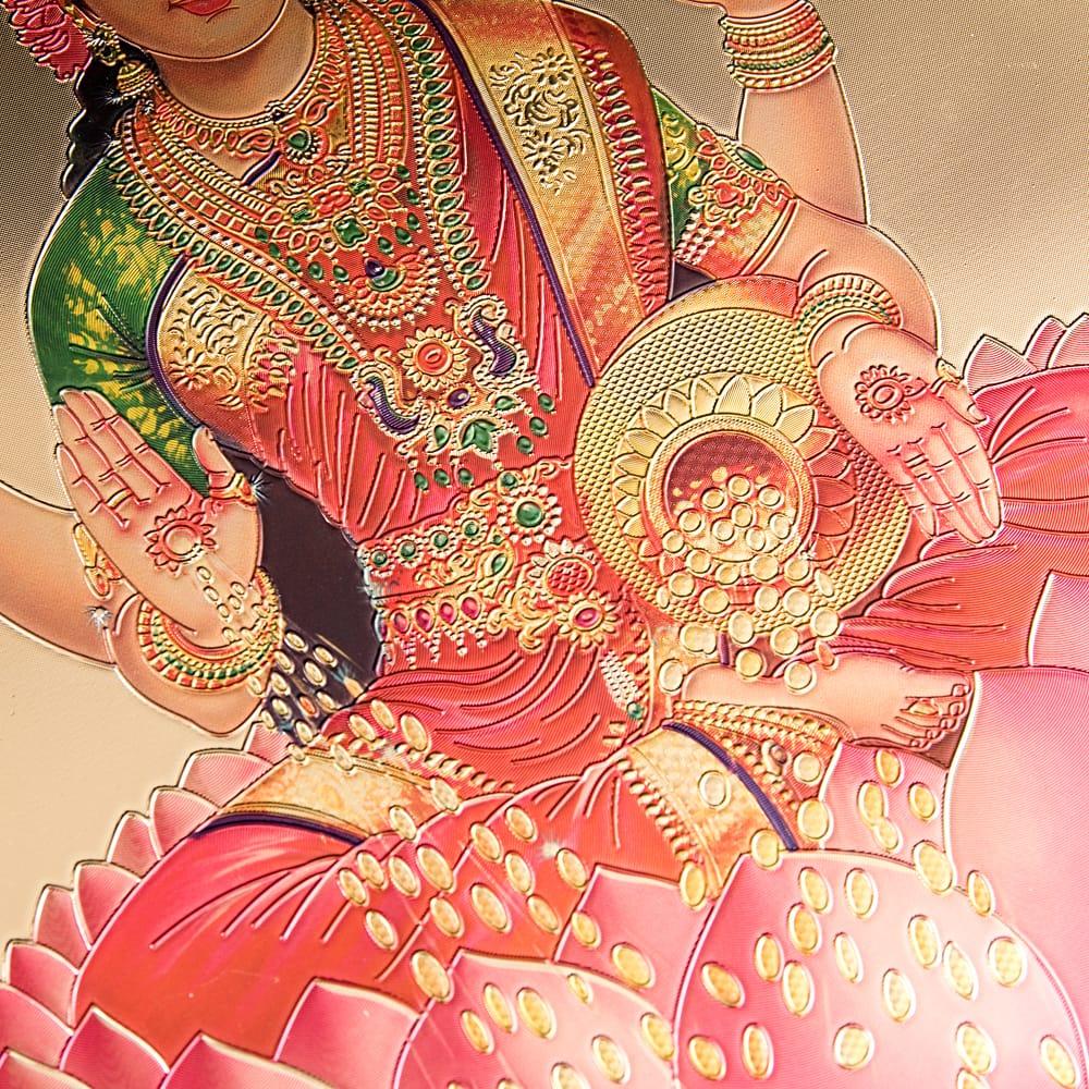 〔約40cm×約30cm〕インドのヒンドゥー神様ゴールドポスター - ラクシュミー 美と富の神様 3 - 金色ベースなので通常のポスターとは一線を画する光沢感。