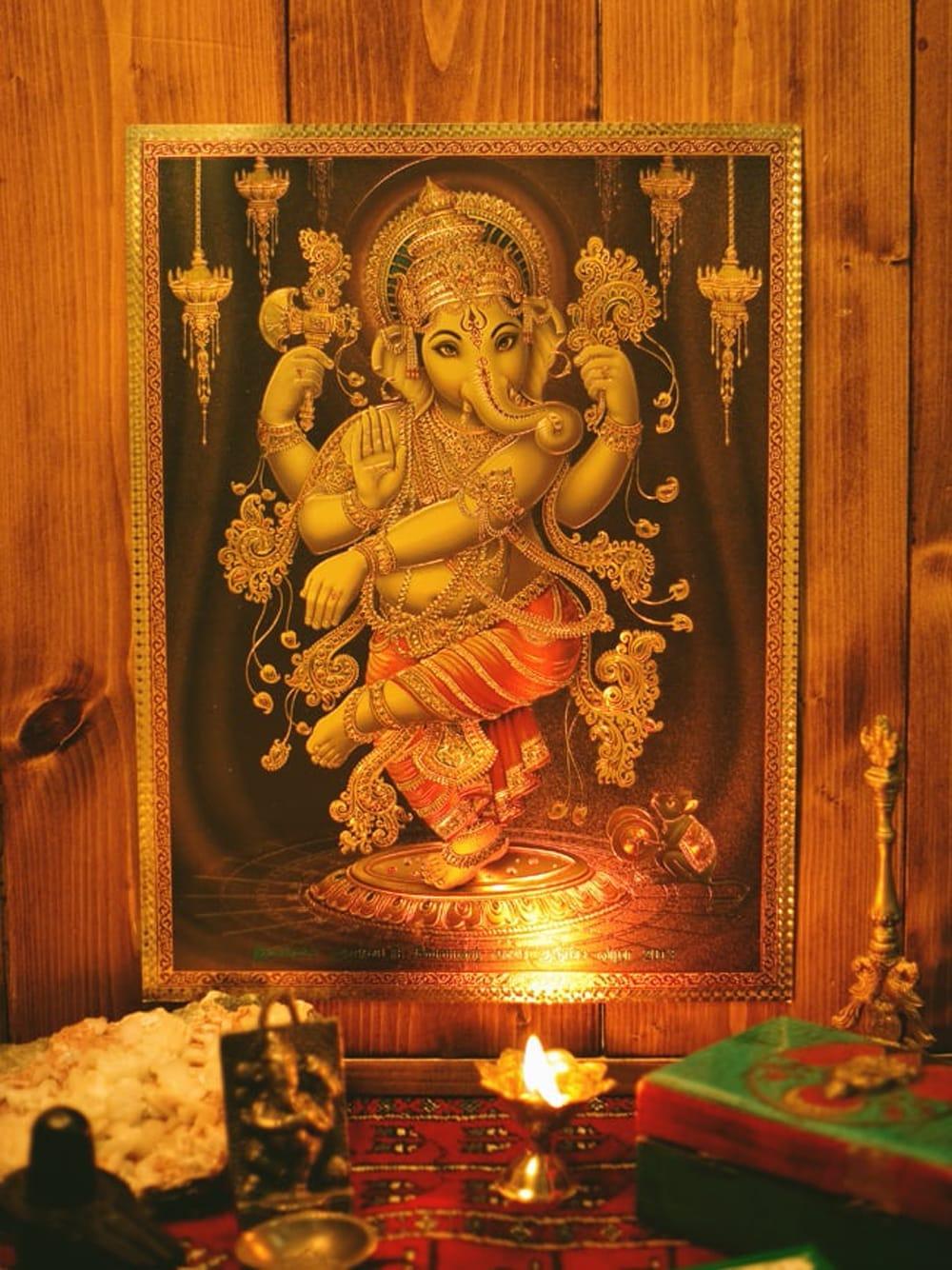 〔約40cm×約30cm〕インドのヒンドゥー神様ゴールドポスター - ラクシュミー 美と富の神様 5 - お部屋やお店など店舗の装飾としておすすめ。そのまま貼っても素敵なポスターです。