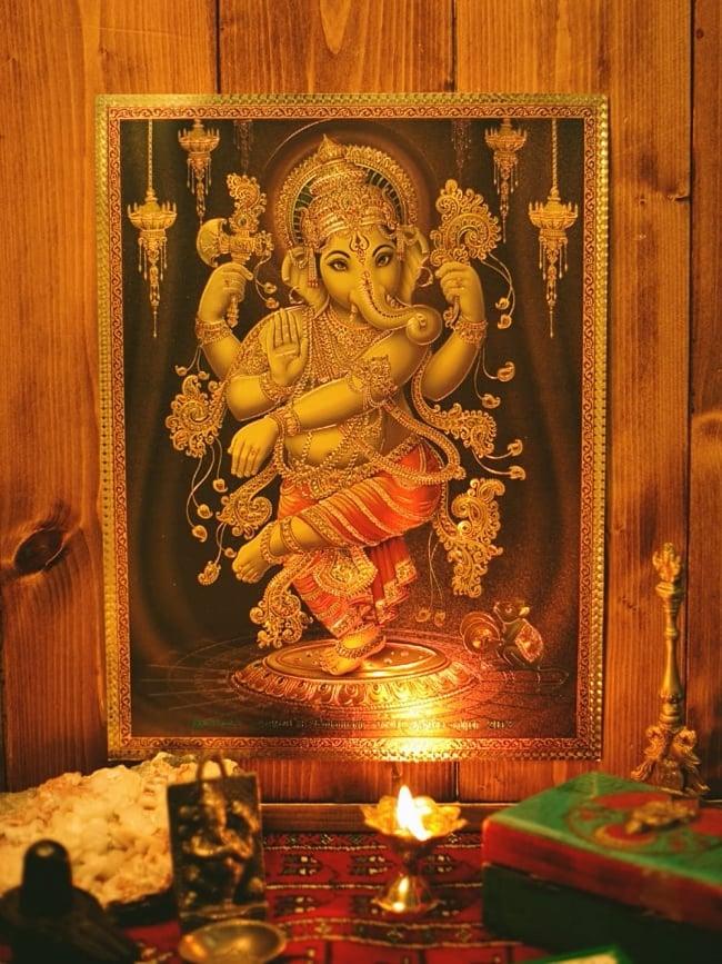 〔約40cm×約30cm〕インドのヒンドゥー神様ゴールドポスター - クリシュナとラーダ 5 - お部屋やお店など店舗の装飾としておすすめ。そのまま貼っても素敵なポスターです。