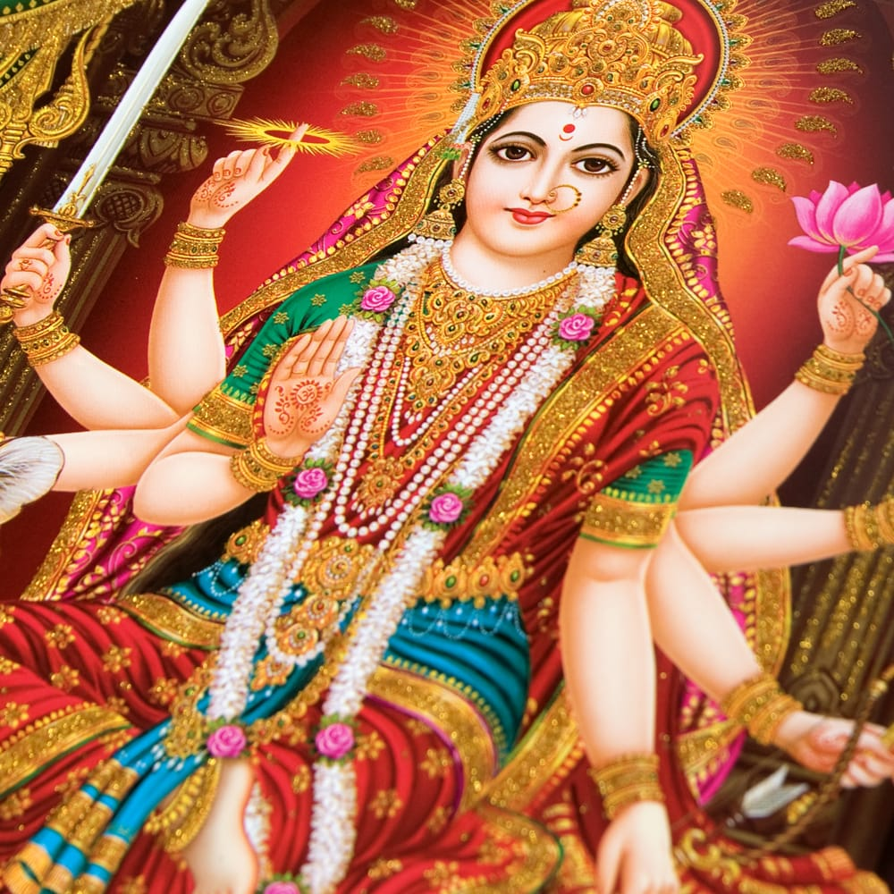 〔約30cm×約40cm〕輝くラメ入りインドのヒンドゥー神様ポスター - ドゥルガー 2 - お顔の拡大写真です。