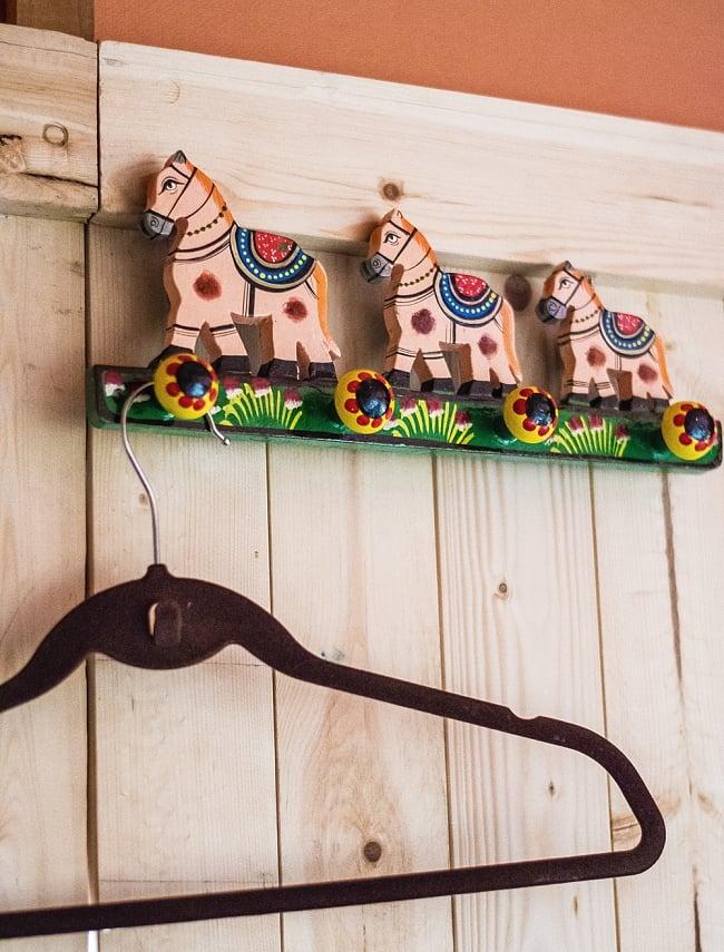 ペイント馬さん壁掛フックの写真7 - 室内での使用例になります