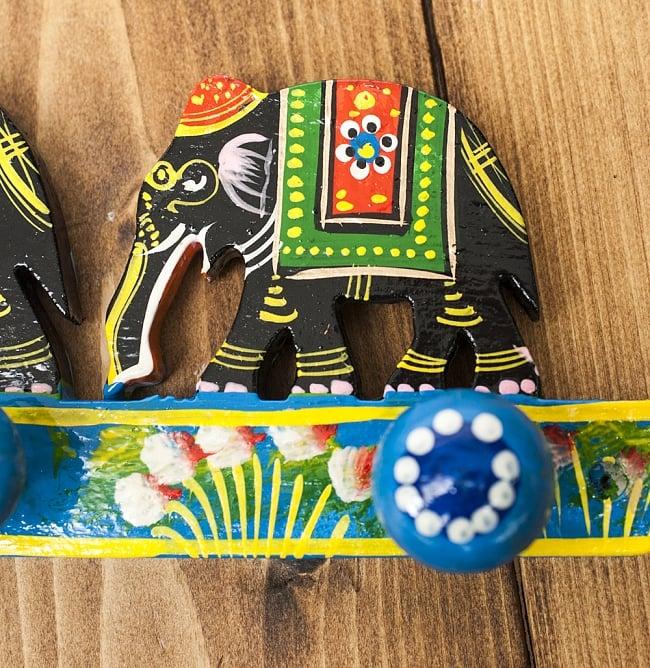 ペイント象さん壁掛フック(黒象に青)の写真4 - 手塗りのぬくもりが伝わってくる、ハンドメイドアイテムです