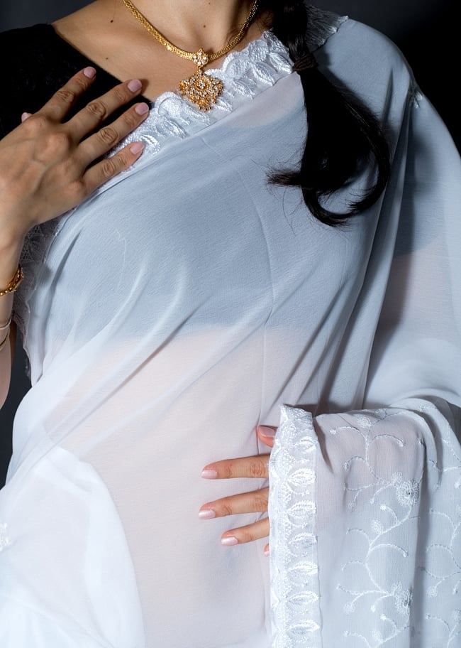 インドのホワイトサリー【更紗刺繍】 5 - 生地の拡大写真です