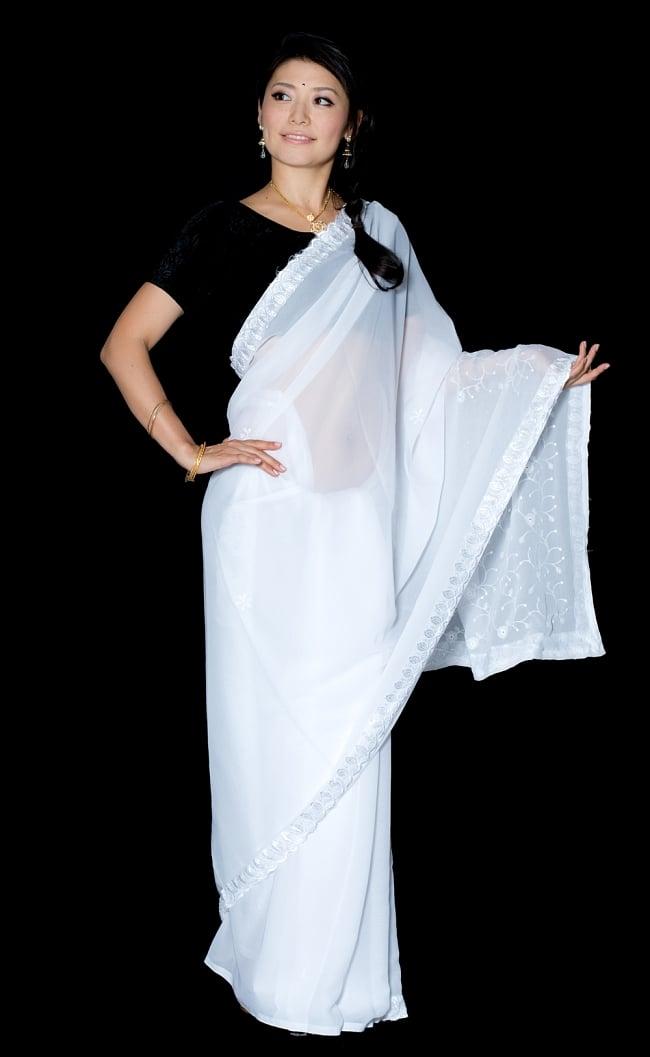 インドのホワイトサリー【更紗刺繍】の写真