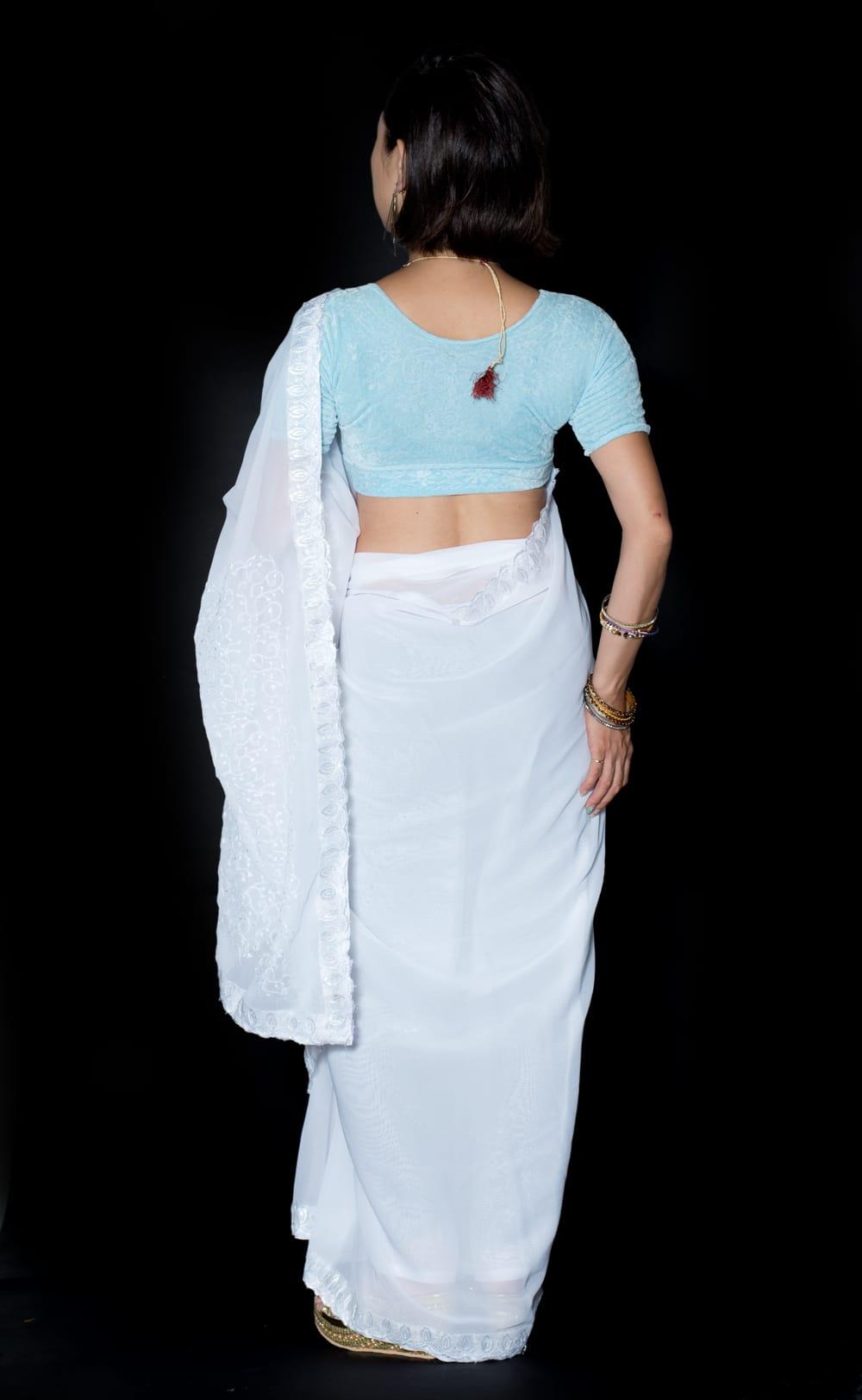 インドのホワイトサリー【更紗刺繍】 3 - 後ろからになります