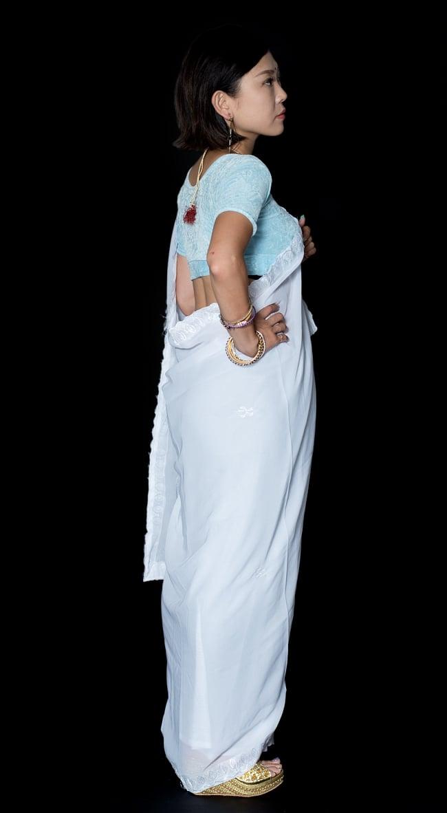インドのホワイトサリー【更紗刺繍】 4 - 横からの写真です