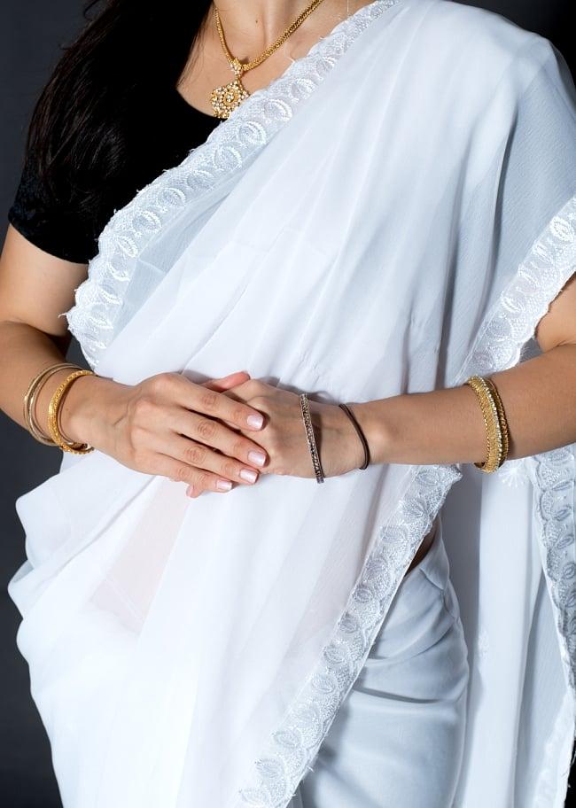 インドのホワイトサリー【更紗・伝統柄刺繍】 5 - 生地の拡大写真です
