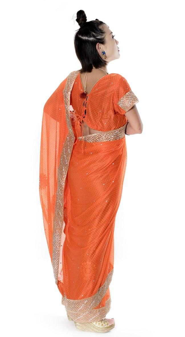 金糸とビーズ刺繍 レンガ模様のマハラニインドサリー【チョリ付き】 - オレンジ 4 - 横からの写真です