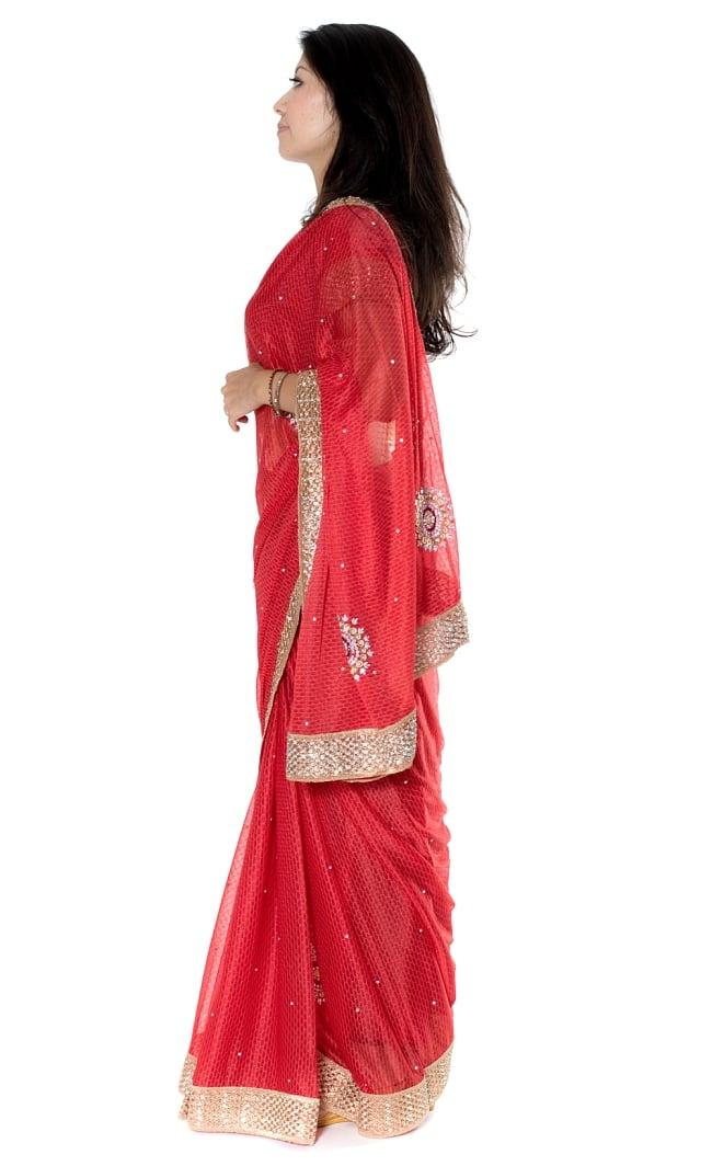 金糸とビーズ刺繍 レンガ模様のマハラニインドサリー【チョリ付き】 - 赤 2 - 横からの写真です