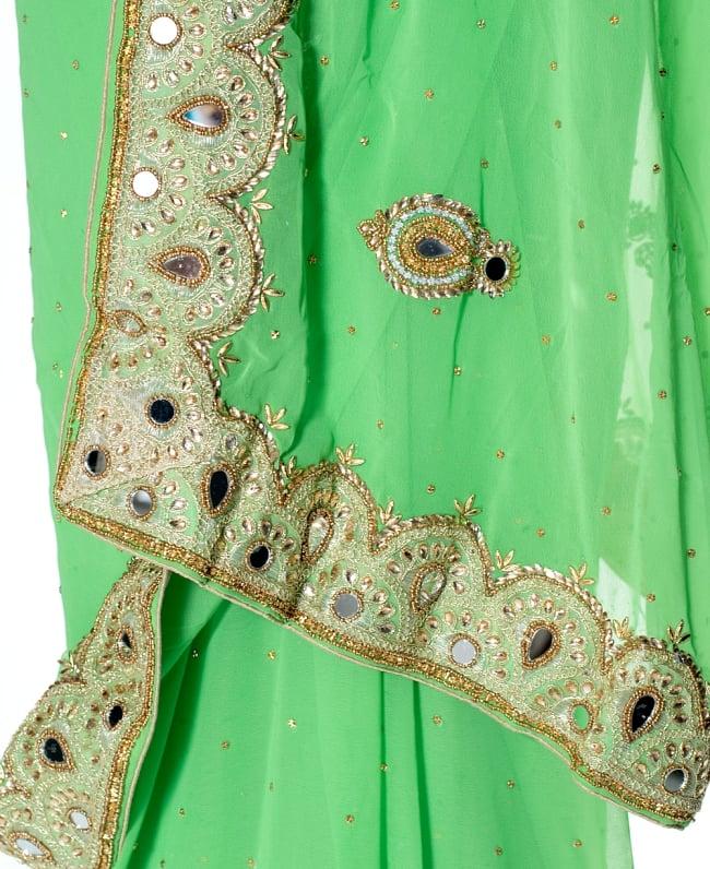 【一点物】ミラーワークと刺繍の婚礼用ゴージャス ジョーゼットサリー【チョリ付き】 - 薄緑 7 - 縁の拡大写真です