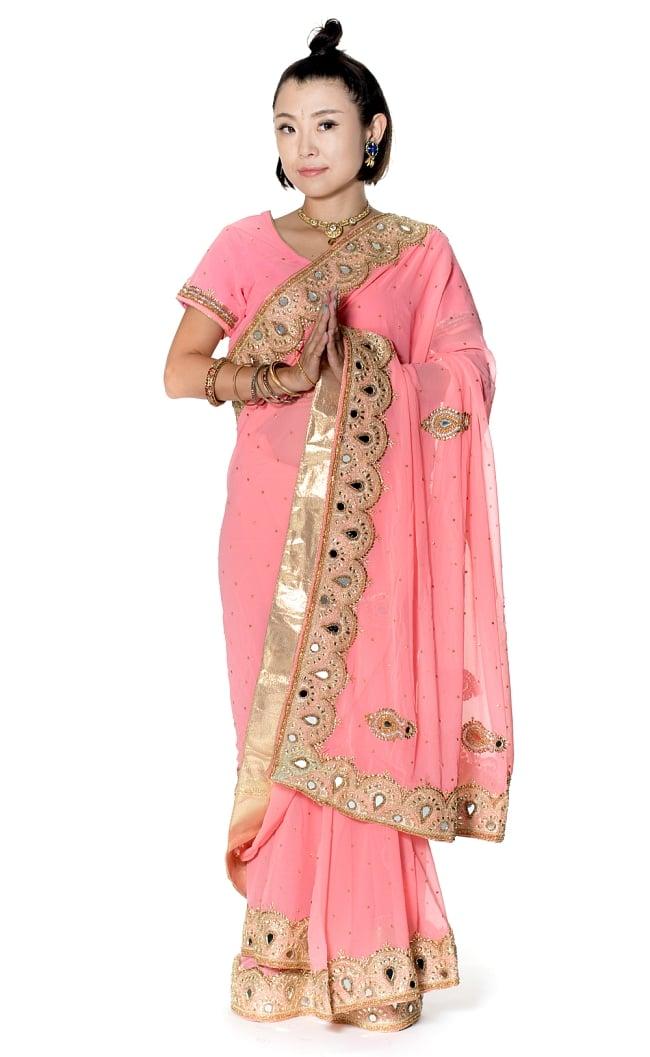 【一点物】ミラーワークと刺繍の婚礼用ゴージャス ジョーゼットサリー【チョリ付き】 - ピンクの写真