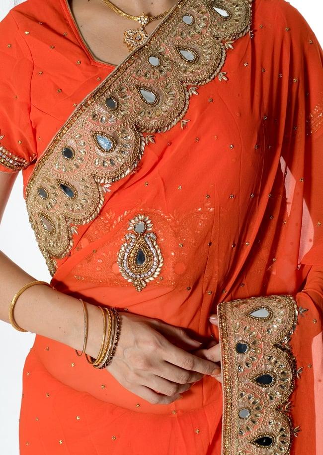 【一点物・ちょっと訳あり】ミラーワークと刺繍の婚礼用ゴージャス ジョーゼットサリー【チョリ付き】 - オレンジ 5 - 拡大写真です