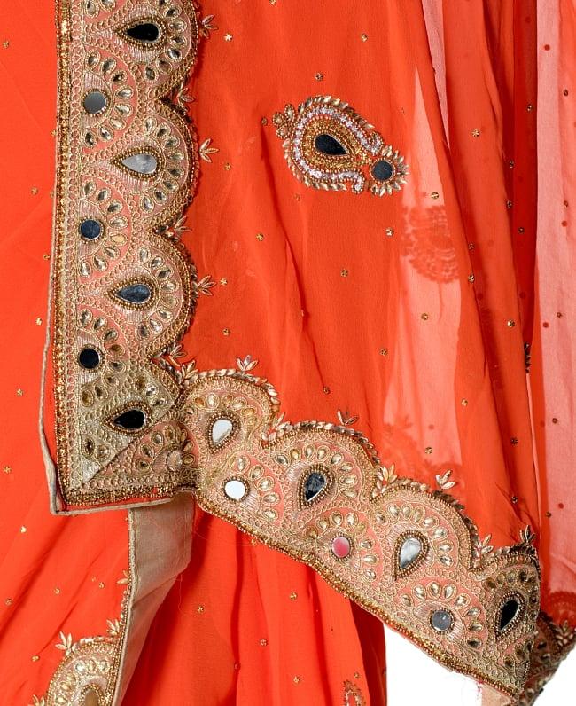 【一点物・ちょっと訳あり】ミラーワークと刺繍の婚礼用ゴージャス ジョーゼットサリー【チョリ付き】 - オレンジ 7 - 縁の拡大写真です