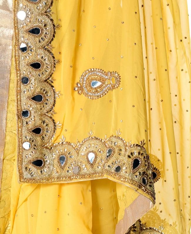 【一点物】ミラーワークと刺繍の婚礼用ゴージャス ジョーゼットサリー【チョリ付き】 - 黄色 7 - 縁の拡大写真です