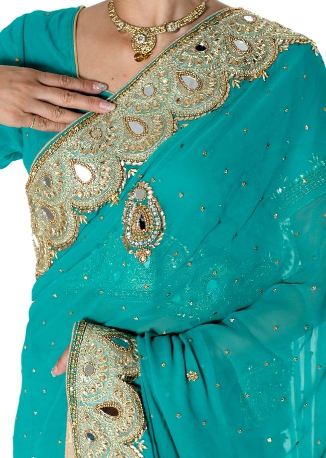 【一点物】ミラーワークと刺繍の婚礼用ゴージャス ジョーゼットサリー【チョリ付き】 - エメラルド 5 - 拡大写真です