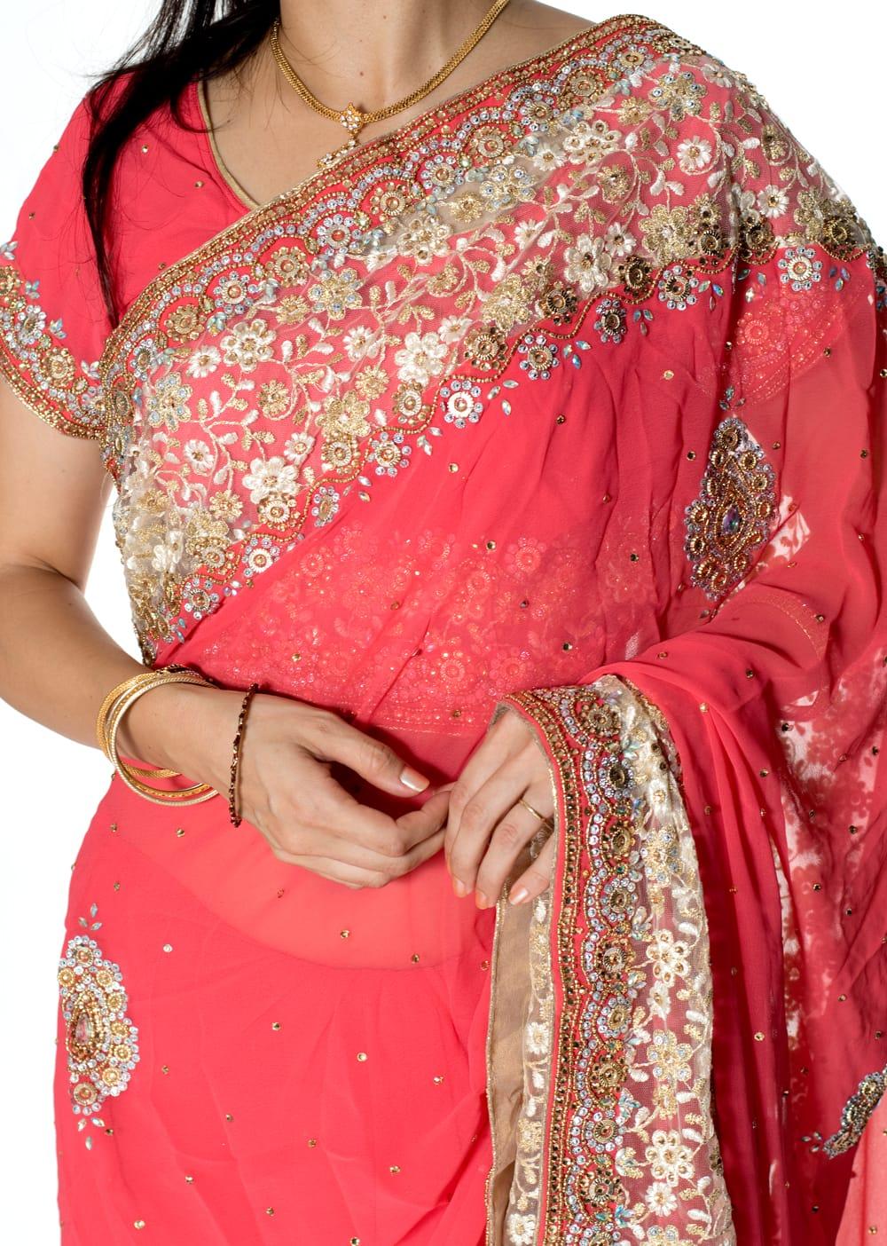 【一点物】刺繍とビジューの婚礼用ゴージャス ジョーゼットサリー【チョリ付き】 - ピンク 5 - 拡大写真です