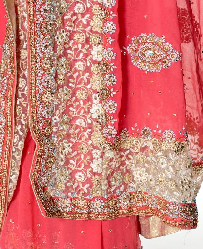 【一点物】刺繍とビジューの婚礼用ゴージャス ジョーゼットサリー【チョリ付き】 - ピンク 7 - 縁の拡大写真です