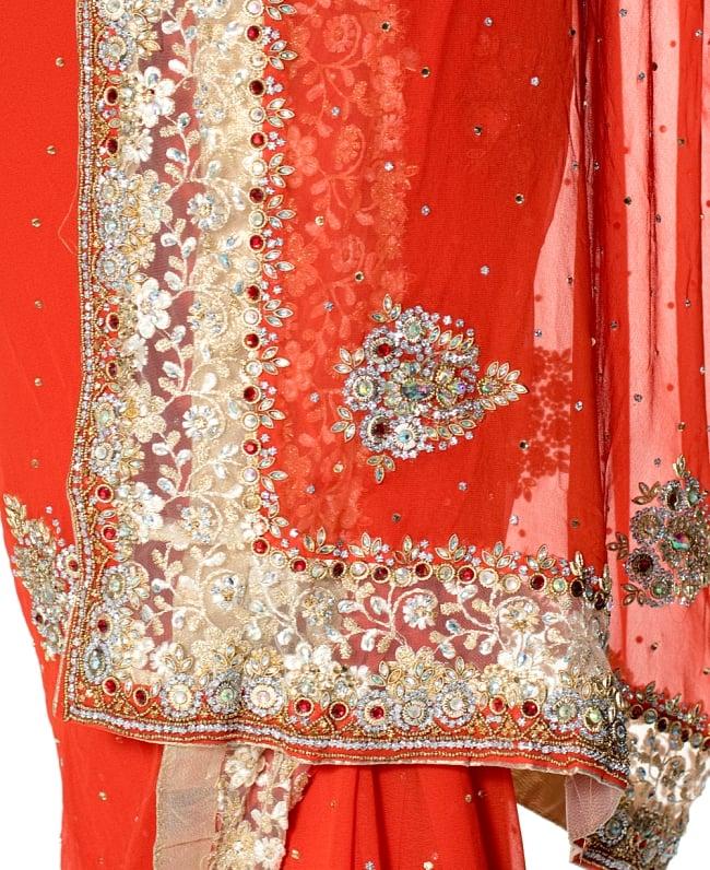 【一点物】刺繍とビジューの婚礼用ゴージャス ジョーゼットサリー【チョリ付き】 - オレンジ 7 - 縁の拡大写真です