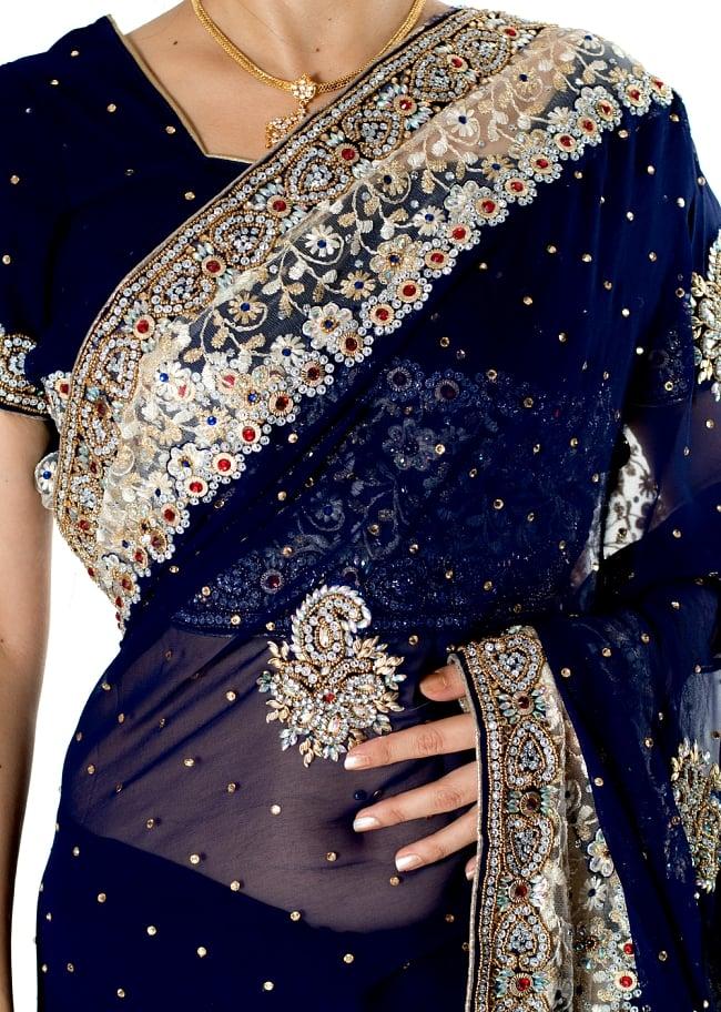 【一点物】刺繍とビジューの婚礼用ゴージャス ジョーゼットサリー【チョリ付き】 - 紺 5 - 拡大写真です