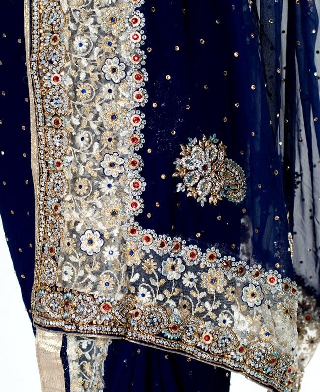 【一点物】刺繍とビジューの婚礼用ゴージャス ジョーゼットサリー【チョリ付き】 - 紺 7 - 縁の拡大写真です