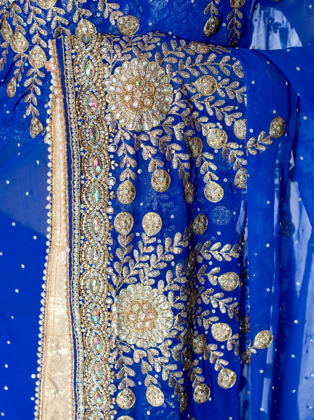 【一点物】孔雀の羽刺繍の婚礼用ゴージャス ジョーゼットサリー【チョリ付き】 - 青 6 - とても綺麗なサリーです