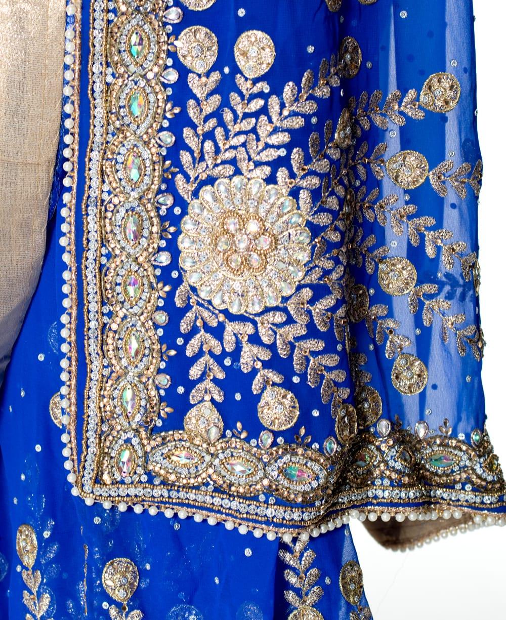 【一点物】孔雀の羽刺繍の婚礼用ゴージャス ジョーゼットサリー【チョリ付き】 - 青 7 - 縁の拡大写真です