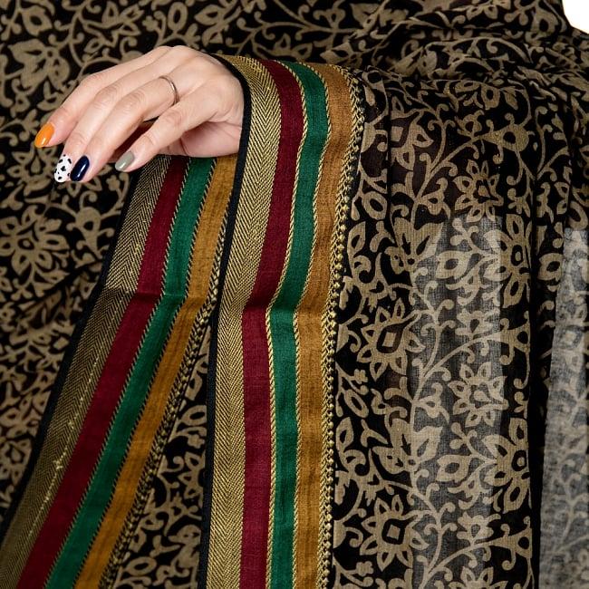 〔チョリ付き〕昔ながらのコットンサリー - 更紗の写真6 - 雰囲気あるコットン生地のサリーです