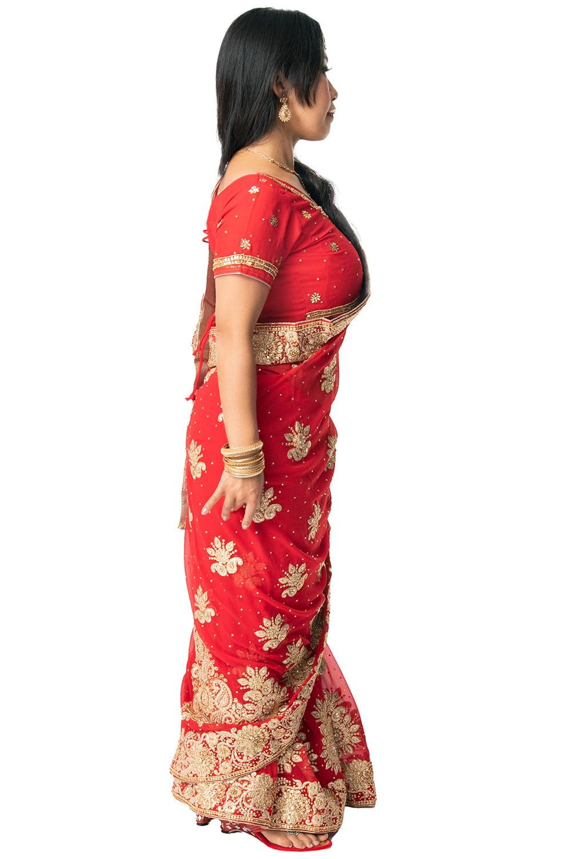 更紗柄刺繍の婚礼用ゴージャス サリー【チョリ付き】 4 - 違う角度から見てみました。