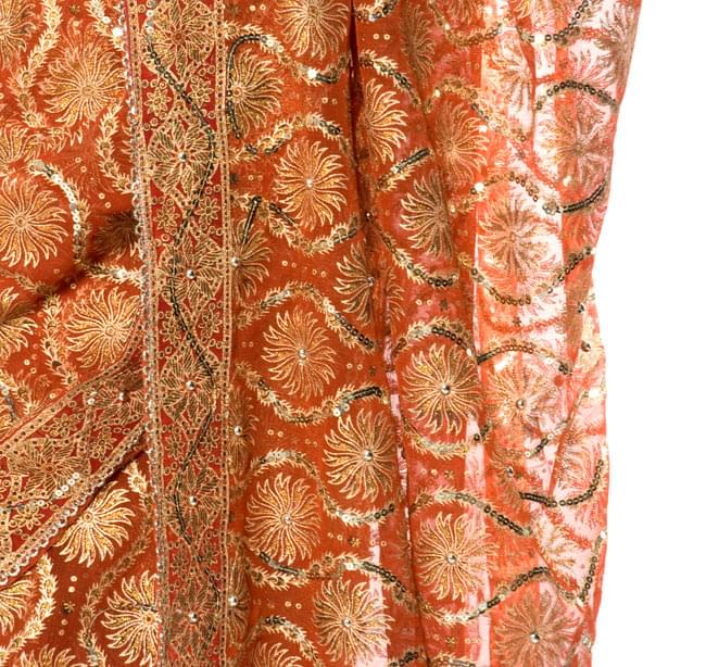 婚礼用ゴージャスサリー3点セット【朱オレンジ×金】 6 - 裾の部分はこんな感じです。ビーズや刺しゅうが美しいです。