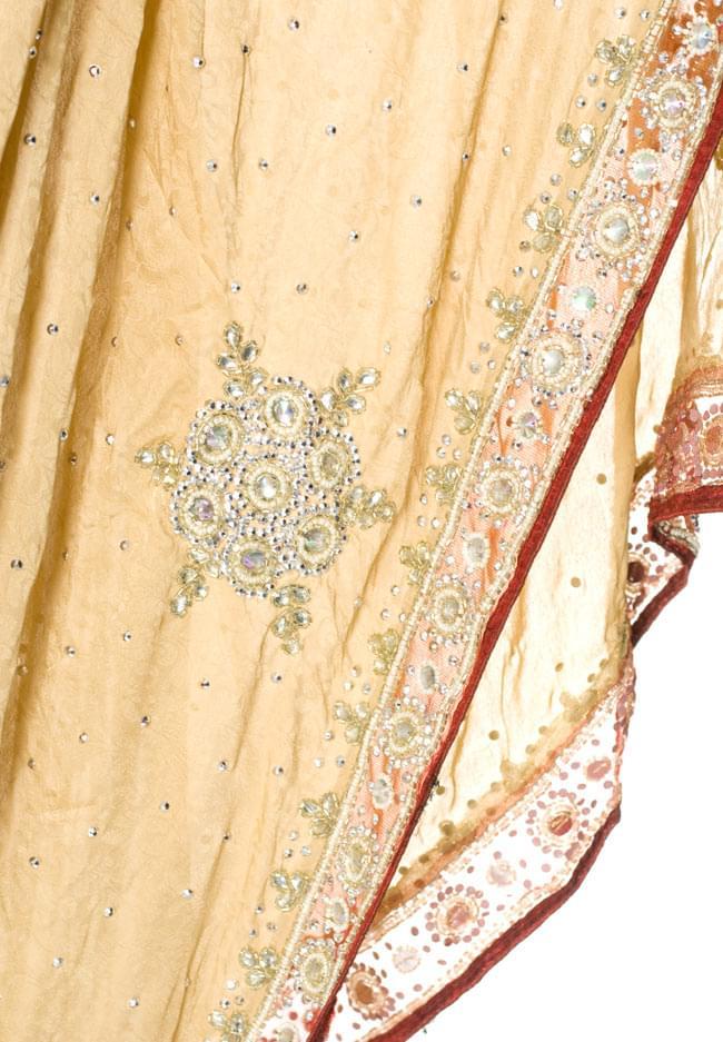 【1点物】婚礼用ゴージャスサリー3点セット【ベージュ】 6 - 裾の部分はこんな感じです。ビーズや刺しゅうが美しいです。