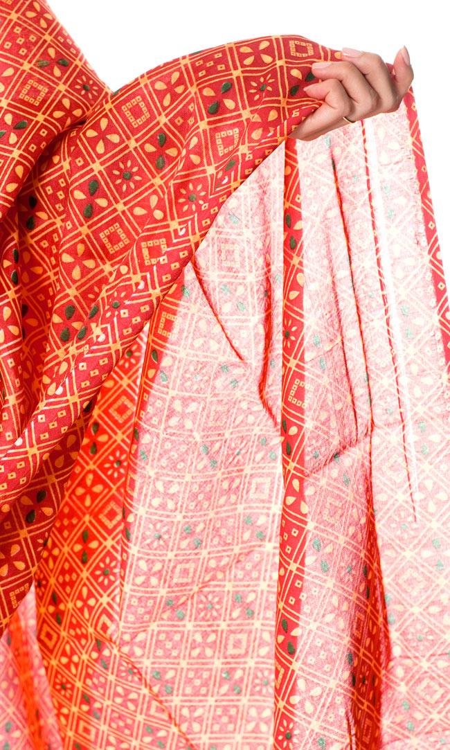 インドサリー【伝統柄】 赤オレンジの写真6 - 袖口をアップにしてみました。デザインが素敵です。