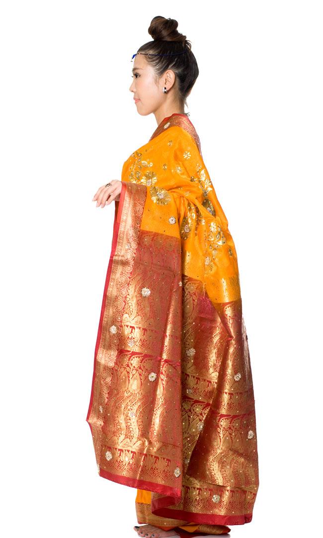 ベナレスのインドサリー【金糸刺繍ゴージャスゴージャス】 やまぶき 2 - 横からの姿はこんな感じです。