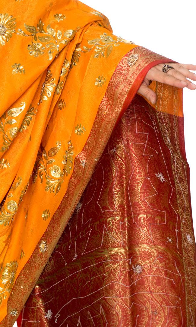 ベナレスのインドサリー【金糸刺繍ゴージャスゴージャス】 やまぶきの写真6 - 袖口をアップにしてみました。デザインが素敵です。