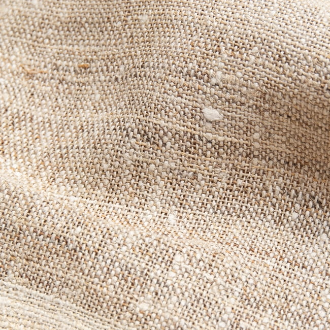 【1m切り売り】ワイルドヘンプの手織り布地 - 幅77cm前後 4 - 荒々しい手触りが魅力的です。